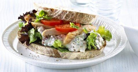 Sandwich med kyllingsalat oppskrift.