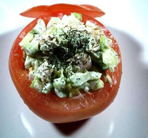 Tomater med kyllingsalat oppskrift.