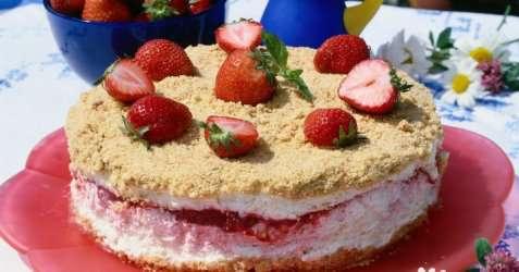 Frossen jordbær-/ostekake oppskrift.