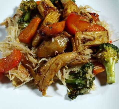 Bilde av Wok med kylling og gr�nnsaker.