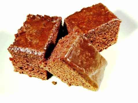 Bilde av Saftig langpanne sjokoladekake.
