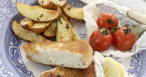 Fiskekaker med epletzaziki og bakte tomater oppskrift.