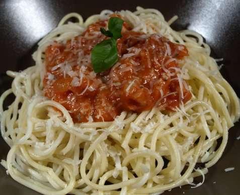 Mamma`s spagetti med fyldig kjøttsaus oppskrift.