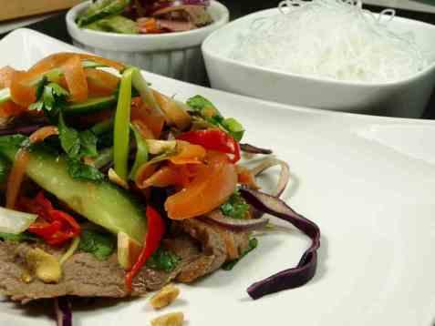 Thai salat med hakket oksekjøtt oppskrift.