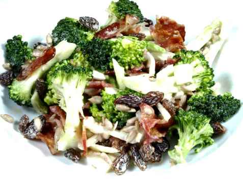 Brokkolisalat oppskrift.