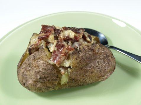 Bakte poteter med baconfyll oppskrift.