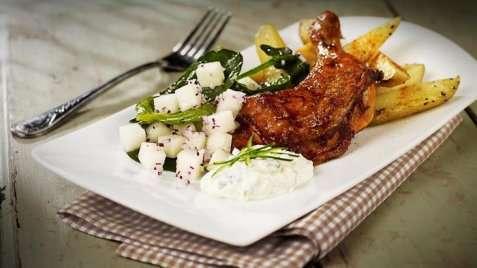 Grillede kyllinglår med tzatziki og båtpoteter. oppskrift.