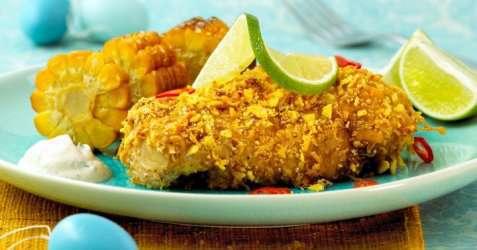 Bilde av Spr�stekt kyllingbryst med tortillachips.