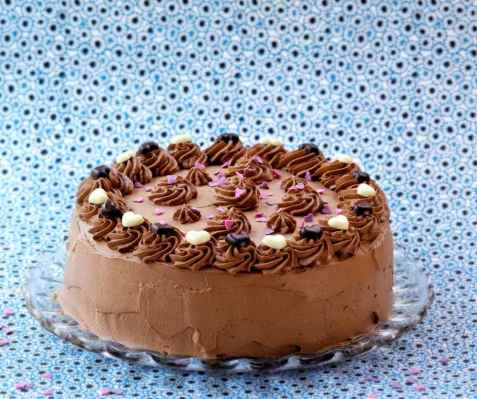 Sjokoladekake med appelsinkrem oppskrift.