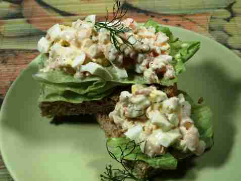 Reke og eggesalat sandwich oppskrift.