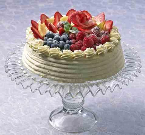 Kremkake med frukt og bær oppskrift.