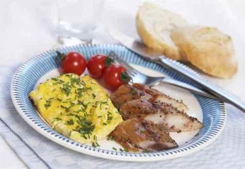 Eggerøre med røkt peppermakrell oppskrift.