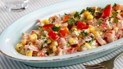 Bilde av Mais- og tomatsalat.