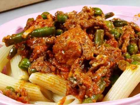 Kjøttsaus og pasta oppskrift.