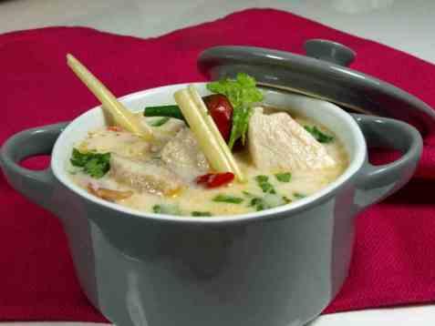 Thailandsk kyllingsuppe(Tom Ka Gai) oppskrift.