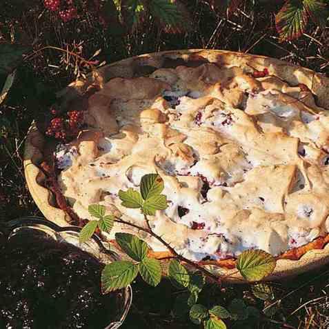 Bjørnebærpai med sitron-crème fraîche oppskrift.