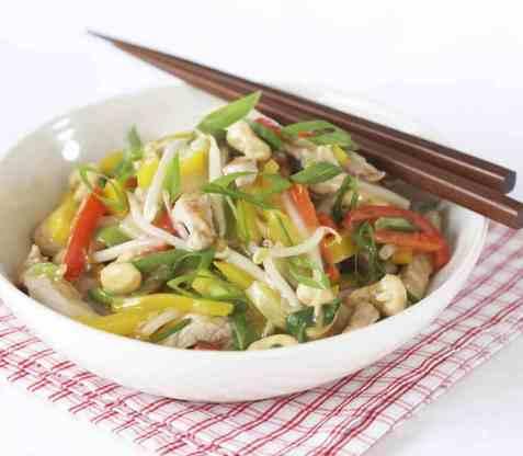 Kyllingwok med spretne grønnsaker oppskrift.