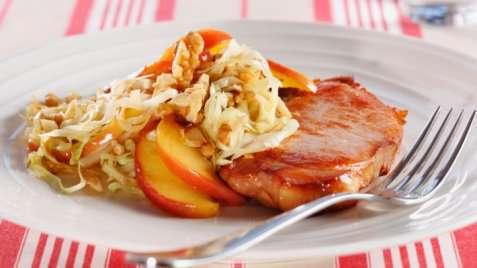 Røkt svinekotelett med kålsalat oppskrift.
