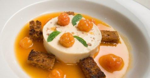 Bilde av Multesuppe med tjukkmj�lkspudding og s�te krydderbr�d krutonger.