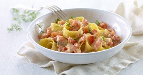 Bilde av Tagliatelle med r�kelaks i kremet tomatsaus.