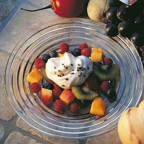 Fruktsalat med kardemommesaus oppskrift.