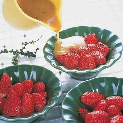 Jordbær i grønn peppersaus oppskrift.