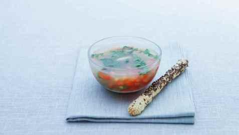 Klar aspargessuppe med tomat og sitron oppskrift.