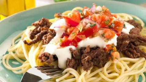 Pasta med kjøttdeig og tomatsalsa oppskrift.