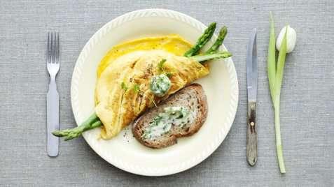 Omelett med sennep og asparges oppskrift.