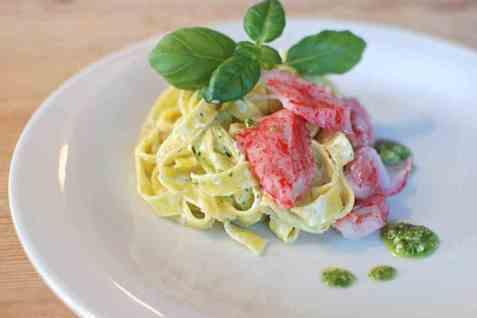 LobNobs med fersk pasta og hjemmelaget pesto oppskrift.
