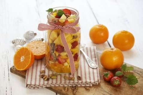 Fruktsalat med pistasjenøtter oppskrift.