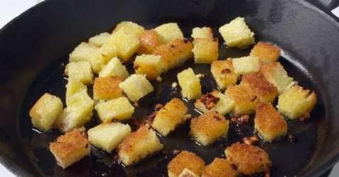 Brødkrutonger oppskrift.