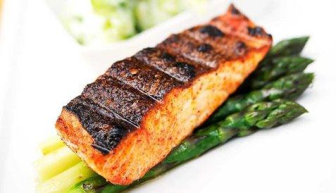 Prøv også Grillet laks og asparges med tandoorikrydder.
