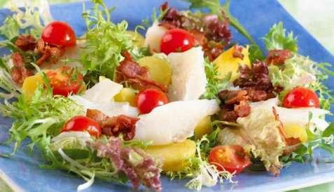 Salat med klippfisk og tomater oppskrift.