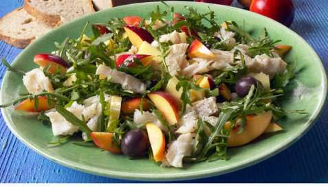 Salat med klippfisk og fersken oppskrift.