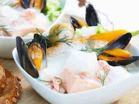 Fiskesuppe med skalldyr og laks oppskrift.