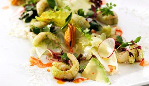 Dagens oppskrift er Reke og baconsalat med ristede pinjekjerner.