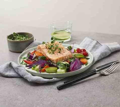 Laks og grønnsaker i ovn oppskrift.
