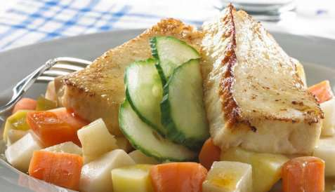 Stekt fiskepudding med rotgrønnsaker oppskrift.