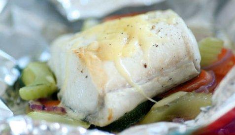 Kveite med grønnsaker bakt i folie oppskrift.