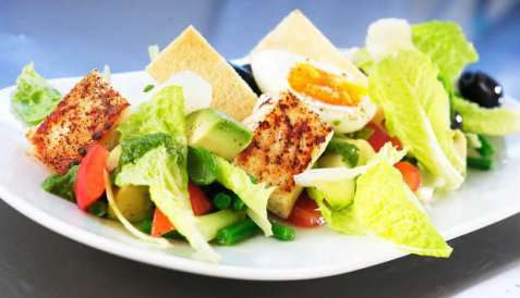 Salat med stekt kveite oppskrift.