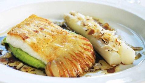 Stekt piggvar med soya- og hasselnøttsjy oppskrift.