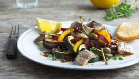 Stekt matjessild med grønnsaker og balsamicosaus oppskrift.