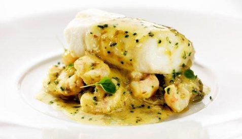 Ovnsbakt torsk med smørsaus og reker oppskrift.