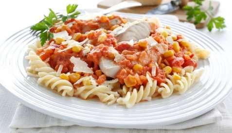 Pasta med sei og tomatsaus oppskrift.