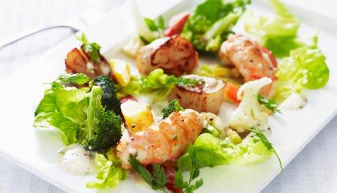Bilde av Grillet kamskjell og sj�kreps med varm salat.
