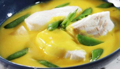 Hvitvinsdampet torsk med safransaus oppskrift.