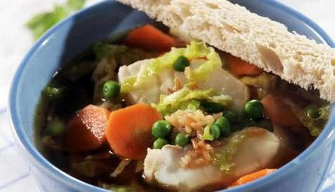 Klar fiskesuppe med ingefær og soya oppskrift.