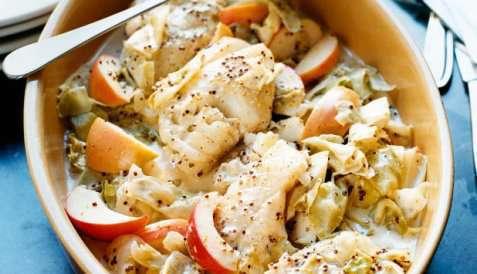 Ovnsbakt torsk med eple og hodekål oppskrift.