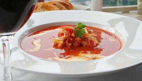 Suppe med tørrfisk, bacon og chorizo oppskrift.